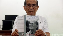 Tak Pikun di Usia 84, Dokter 10 Ribu Mangku Sitepoe Sudah Menulis 26 Buku