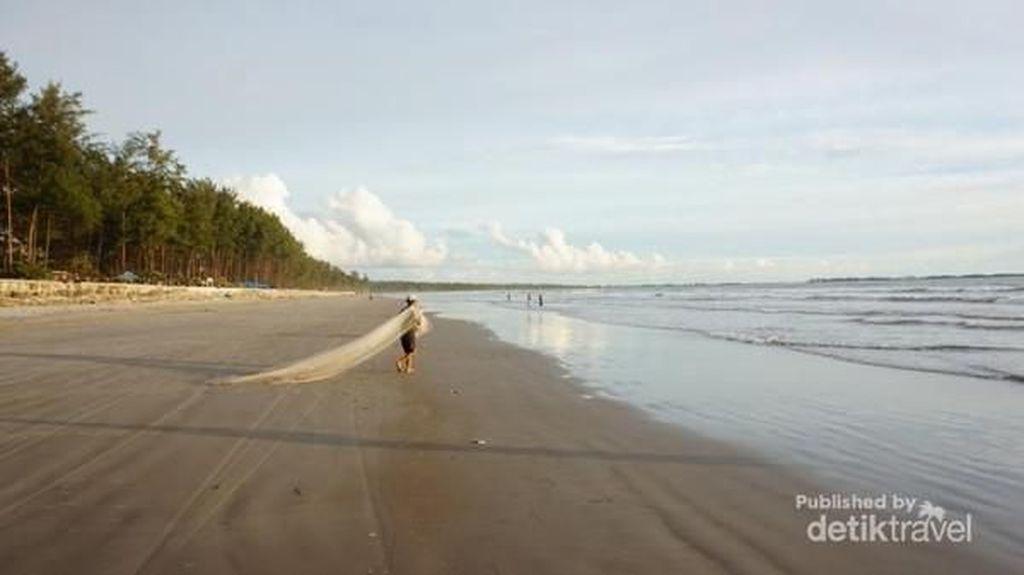 Akhiri Petang Weekend Ini di Pantai Panjang, Favorit Orang Bengkulu