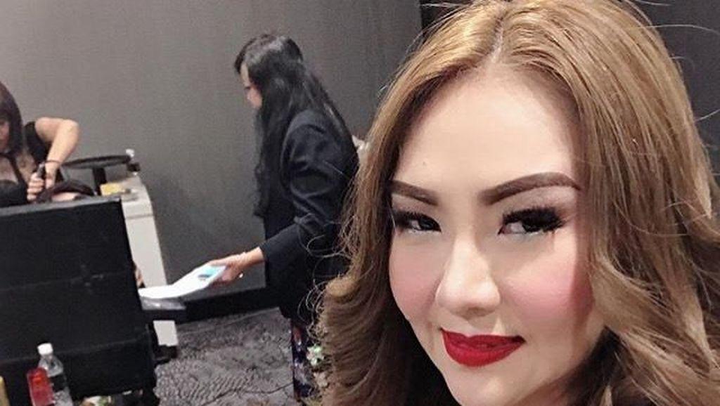 Poppy Kelly Dimarahi Suami karena Bertikai dengan Nikita Mirzani