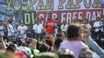Keseruan Wiranto Nyanyi Bareng Masyarakat Papua di CFD