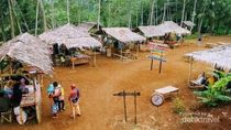 Pasar Kekinian di Banjarnegara Bayarnya Pakai Koin Kayu