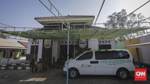 Posko Kesehatan Pertamina di Kantor Desa Cemarajaya. Karawang.