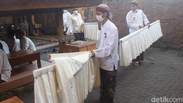 Tradisi Lepas Luwur Pesarean di Makam Sunan Kudus