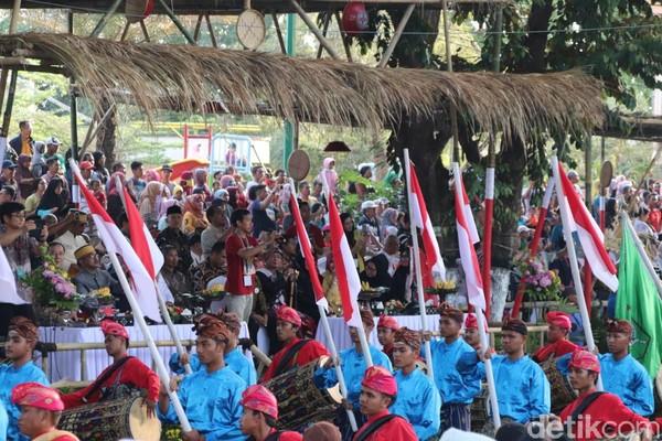 Inilah Karnaval Heritage Lombok Sumbawa. Semua daerah yang ada di NTB turut serta menampilkan keunikan tradisi yang dimilikinya. (Harianto Nukman/detikcom)