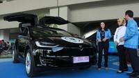 AP II bersama dengan Blue Bird pada 31 Mei 2019 mulai memperkenalkan layanan taksi listrik di Bandara Soekarno-Hatta. Total, terdapat 4 unit Tesla Model X 75D A/T dan 24 unit BYD e6 A/T yang beroperasi di Soekarno-Hatta. Keberadaan taksi listrik ini mendukung Soekarno-Hatta dalam mewujudkan konsep eco airport.