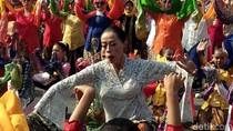 700 Perempuan Menari Kolosal Ketuk Tilu di Gedung Sate