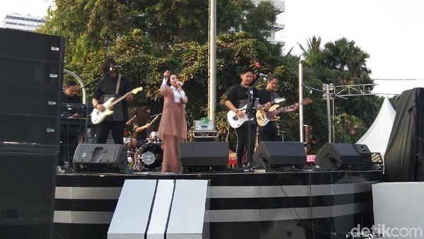 Konser di Stage 3 dibuka pukul 16.30 WIB dengan mendatangkan Wika Salim dan Kanda Brother. (Elmy Tasya Khairally/detikcom)