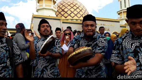 Kegiatan tersebut telah di lakukan selama tiga tahun yang bertepatan dengan 1 muharram dan tiap tahun ada peningkatan peserta yang mengikuti pawai tarian hadrat. (Muslimin Abbas/detikcom)