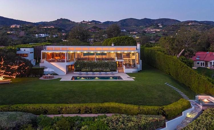 Jan Koum menambah daftar properti mewah kepunyaannya. Pendiri WhatsApp ini dilaporkan telah membeli rumah mewah kelas sultan di Malibu, Los Angeles.