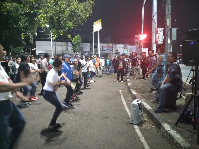 Polres Jakarta Selatan dengan masyarakat Papua (Foto: Sachril Agustin/detikcom)