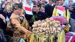 Rayakan Hari Jadi, Lombok Timur Punya Parade 1.000 Dulang
