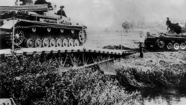 Serangan Hitler di Polandia pada 1 September 1930.