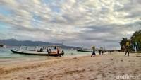 Bergeser ke Lombok di NTB, pulau besar yang satu ini juga kerap disambangi traveler untuk merayakan Tahun Baru. Gili Trawangan pun jadi destinasi favorit untuk momen itu (Harianto Nukman/detikTravel)