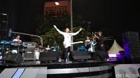 Penampilan dilanjutkan dengan Koes Plus Junior yang menyanyikan lagu-lagu nostalgia Koes Plus (Elmy Tasya Khairally/detikcom)