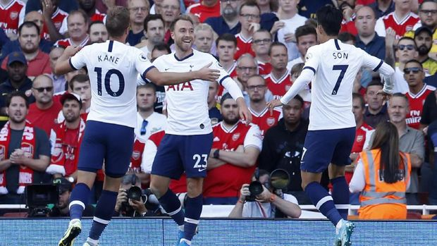 Selebrasi Eriksen usai mencetak gol pembuka Tottenham ke gawang Arsenal. (