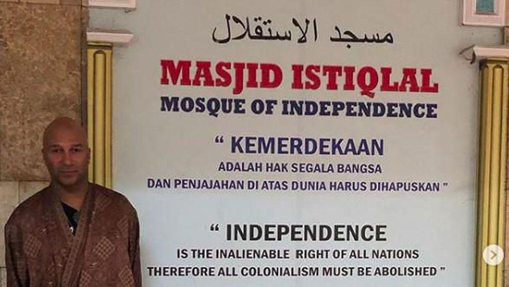 Sebelum Manggung di Jakarta, Tom Morello Berkunjung ke Istiqlal