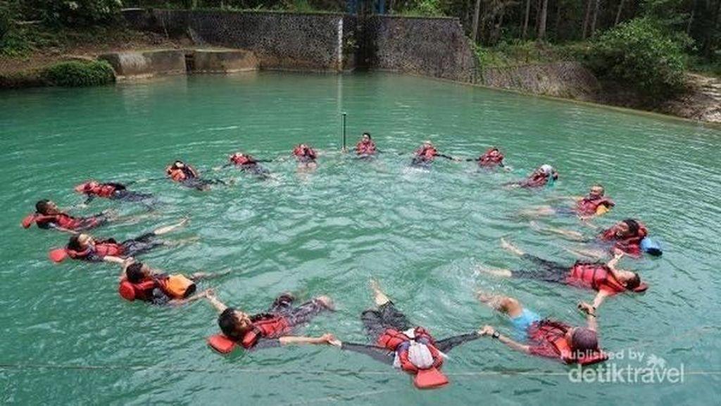Lompat 7 Meter dan Body Rafting di Pangandaran