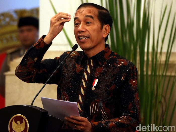 Presiden Joko Widodo membuka Konferensi Hukum Tata Negara VI Tahun 2019 di Istana Merdeka. Sejumlah pejabat turut hadi di acara tersebut.