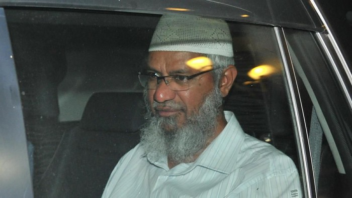 Zakir Naik saat tiba di markas Kepolisian Diraja Malaysia untuk menjalani pemeriksaan pada 16 Agustus lalu (AP Photo)