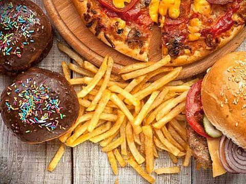 Makan Junk Food Setiap Hari Selama 10 Tahun, Remaja Ini Jadi Buta dan Tuli