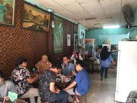 Soto Betawi Tulen: Gurih Harum Soto Legendaris Racikan H. Suwandi di Depok