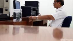 Di usia 84 tahun, Mangku Sitepoe masih setia menjalani profesi sebagai dokter. Bukan lagi uang yang dicarinya melainkan kebahagiaan untuk bisa melayani sesama.