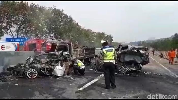 Kecelakaan di Tol Cipularang. Foto: Dian Firmansyah/CNN Indonesia
