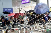 Pendemo di Hong Kong sempat menguasai bandara (Reuters)