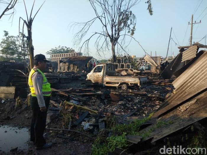 Tempat penggergajian kayu yang terbakar/Foto: Suparno