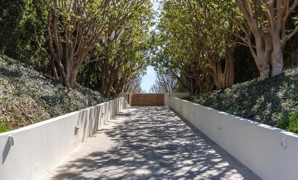 Rumah itu dijual oleh Ron Meyer, Vice Chairman NBCUniversal. Untuk menggambarkan betapa mahalnya, sejauh ini baru ke-7 kalinya pembelian rumah di California berada di angka USD 100 juta atau lebih. (Foto: Dok. Realtor)