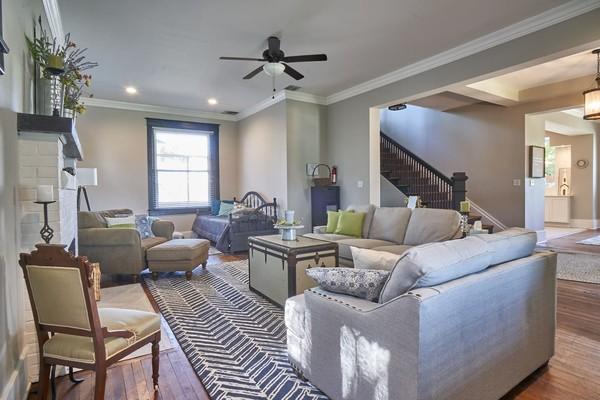 The Hobo Hill House punya 5 kamar dan 3 kamar mandi, seharga USD 275 atau sekitar Rp 3,9 juta per malamnya. Kabarnya, banyak anak muda di AS yang menginap di sana dan tak sedikit yang ketakutan (Airbnb)
