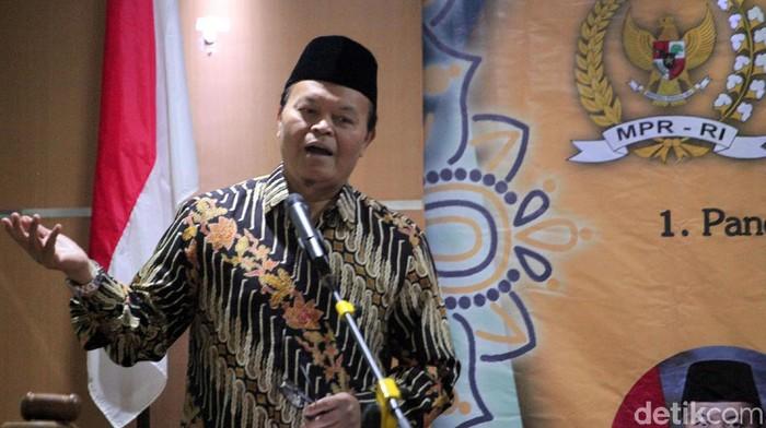Wakil Ketua MPR RI Hidayat Nur Wahid hadiri Muktamar IX Himpunan Mahasiswi Persatuan Islam di Bandung. Di hadapan ratusan peserta, HNW turut berikan sosialisasi