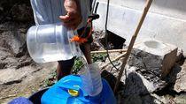 Demi Air Bersih, Warga Gunungkidul Ambil Air di Sumur Bor Pakai Toples
