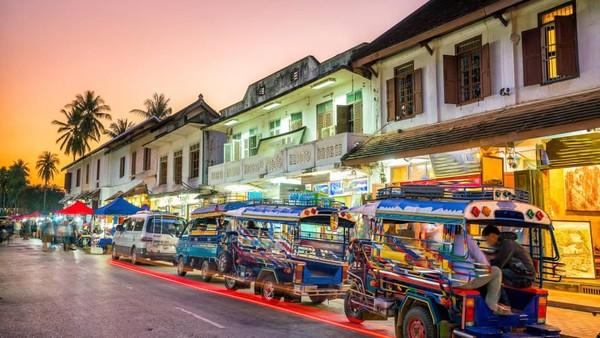 Luang Prabang sering dipuji sebagai salah satu tempat paling religius di Asia Tenggara. Itulah kesan dramatis pertamanya (CNN)