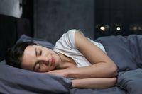 5 Kondisi Ini Bikin Kamu Sangat Haus Saat Bangun Tidur