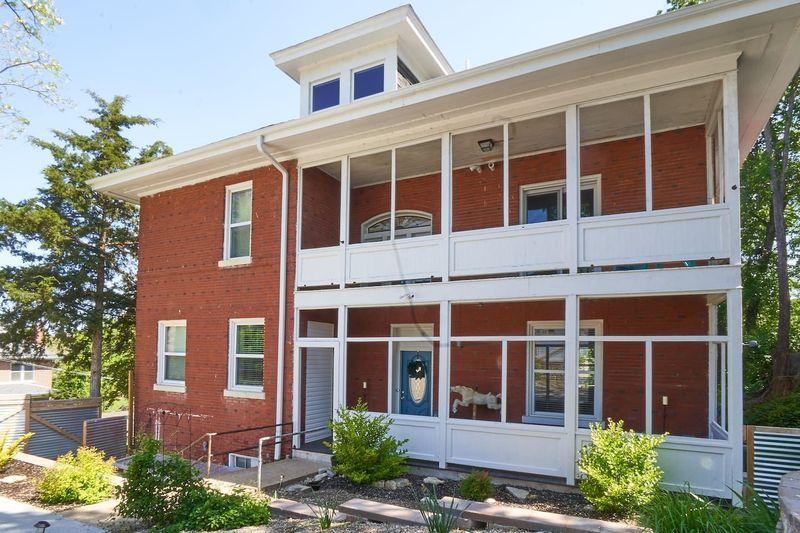 Inilah The Hobo Hill House, suatu penginapan yang terdaftar di Airbnb yang berada di Jefferson City, Negara Bagian Missouri, AS (Airbnb)