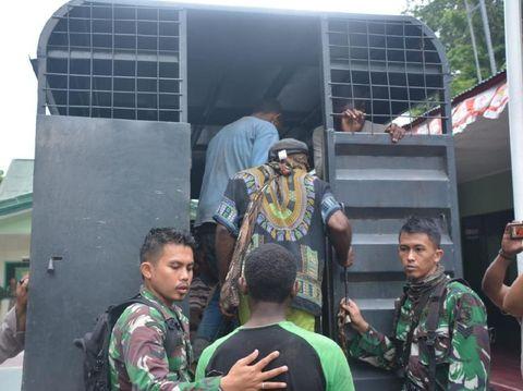 15 truk disediakan untuk mengangkut warga kembali ke rumahnya