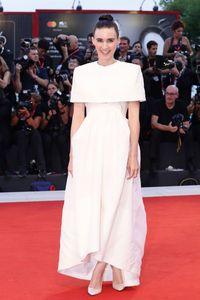 Rooney Mara memakai gaun Givenchy di Venice Film Festival 2019.