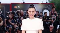 Lagi Hamil, Rooney Mara Habiskan Waktu Berdua Joaquin Phoenix