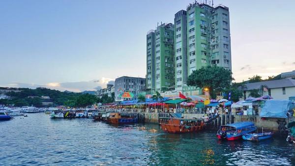 Tidak ada lalu lintas yang padat, karena Sai Kung merupakan paru-paru Hong Kong dengan pegunungannya, pulau-pulau yang subur (CNN)