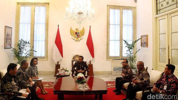 Jokowi saat menerima pansel capim KPK /