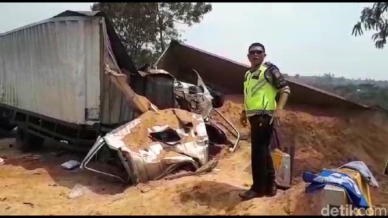 Total 20 Kendaraan Terlibat Kecelakaan Beruntun di Cipularang