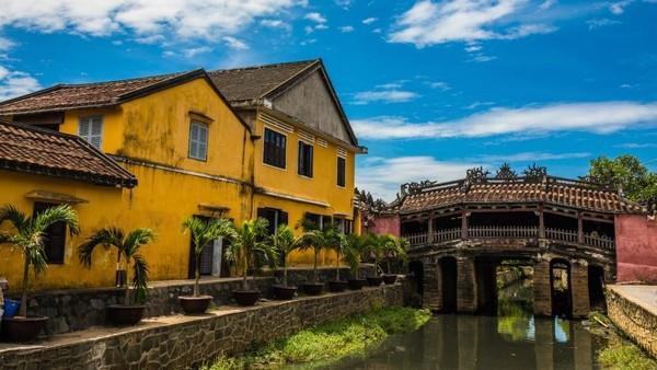 Kota Tua Hoi An, Vietnam adalah surga bagi para fotografer, pecinta kuliner dan pecinta arsitektur. Kota ini juga sudah menjadi Warisan Dunia UNESCO pada tahun 1999 (CNN)