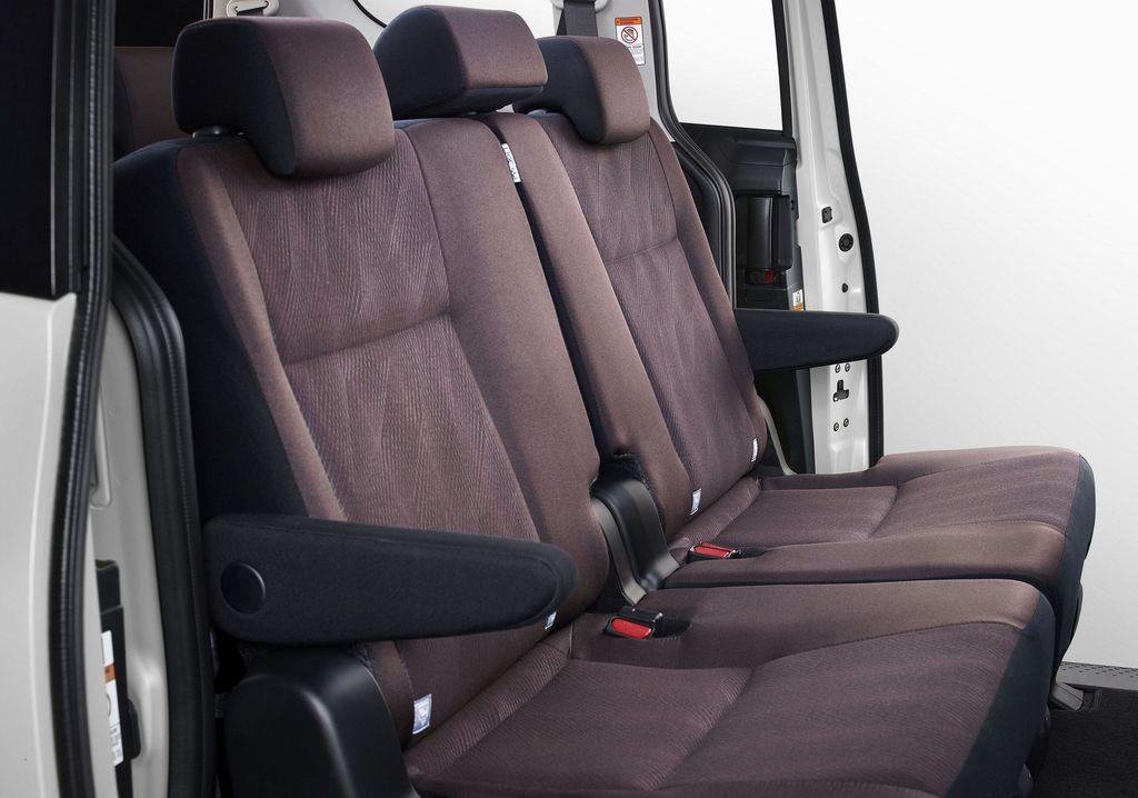 Dirancang sebagai kendaraan untuk menunjang berbagai kegiatan pelanggan atau Multi Activity Vehicle (MAV), Toyota Sienta kembali mendapat improvement. Sentuhan baru pada eksterior membuat mobil ini tampil lebih sporty dan stylish, dan sentuhan baru pada interior membuat kabin terasa lebih nyaman.