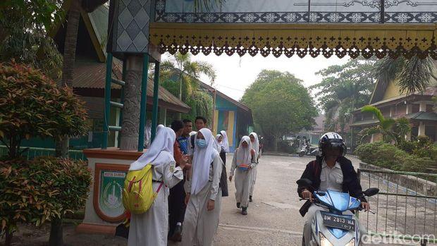 Asap Pekat di Dumai Riau, Sejumlah Siswa Dipulangkan