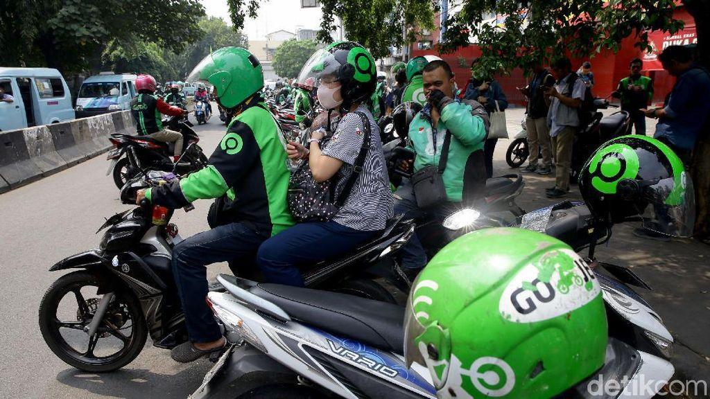 Kantong Tipis Imbas Corona, Driver Online Bisnis Palugada