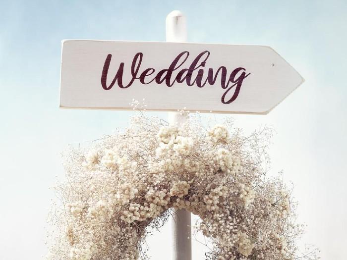 Ilustrasi petunjuk arah pernikahan. Foto: Dok. iStock