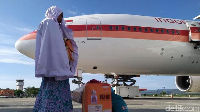 Jamaah haji yang pulang ke Indonesia. Foto: Agus Setyadi-detikcom