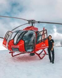 Dari kecil, Luana memang bercita-cita untuk jadi pilot helikopter seperti kakaknya. Cita-cita itu makin menjadi setelah kakak ipar Luana ternyata seorang pilot helikopter juga. (Instagram/@pilotluana)