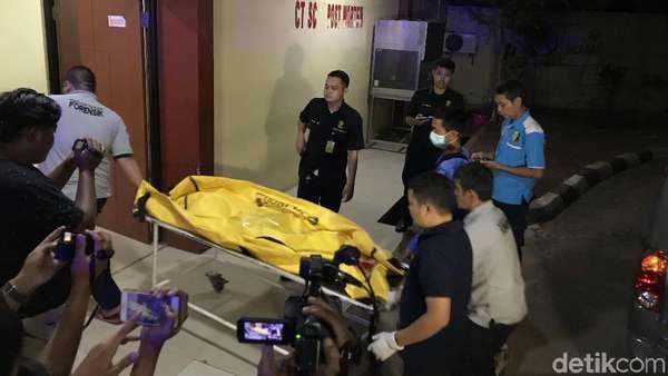 4 Jenazah Korban Kecelakaan Maut Tol Cipularang Tiba di RS Polri